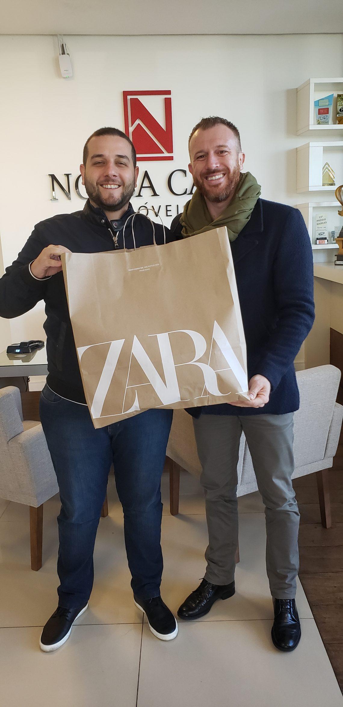 Fabrício Cardoso recebeu um vale-compras do seu gerente Jorel Klein