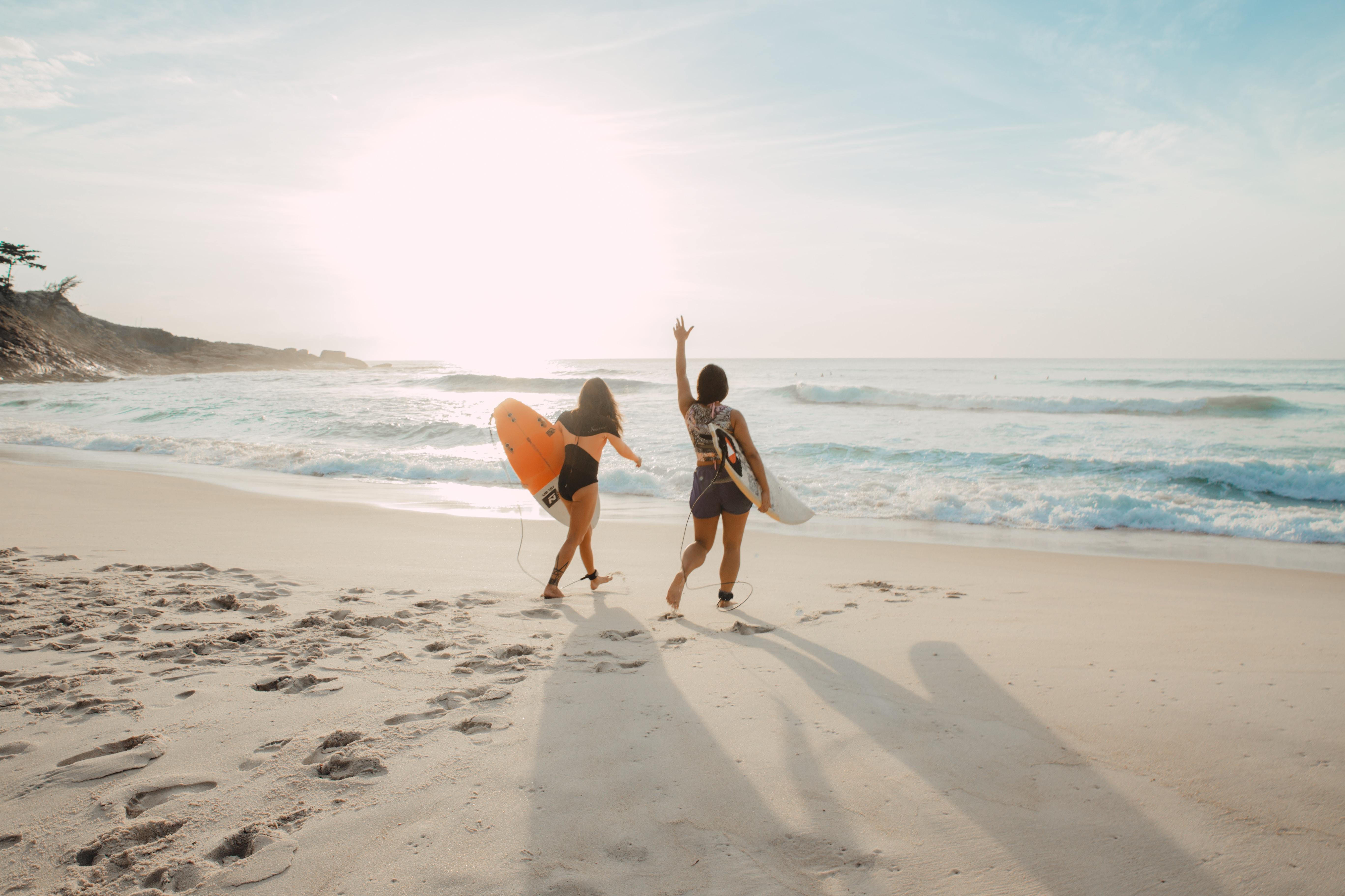 4 benefícios de morar na praia o ano inteiro